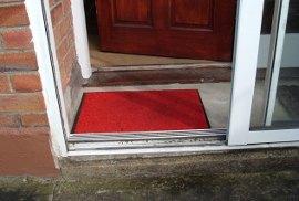 tapete vermelho welcome casa chave entradda jesus cristo igreja catolica otimismo